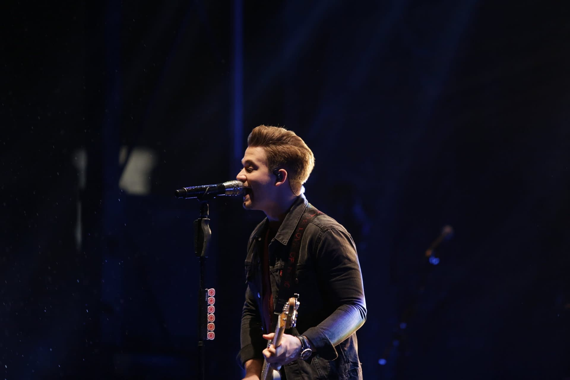 MJS Live Photographer Photographs Hunter Hayes at High Point University